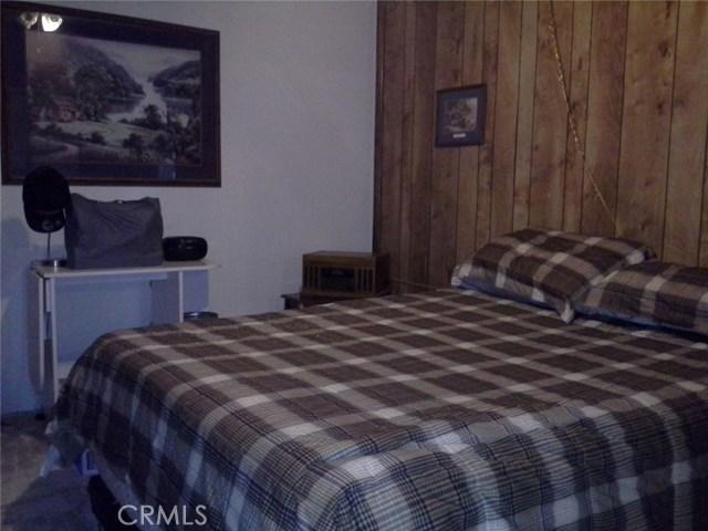 6973 Kouries Way, Oak Hills CA: http://media.crmls.org/medias/951c6962-a634-46cf-a8c7-d1202b2ef48a.jpg