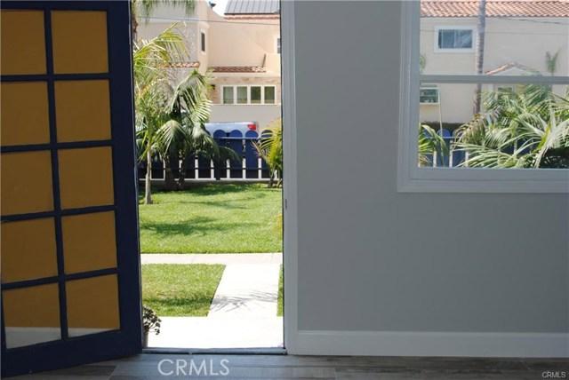 704 B California Street, Huntington Beach CA: http://media.crmls.org/medias/958665ad-3101-4f42-935f-9f9d262de182.jpg