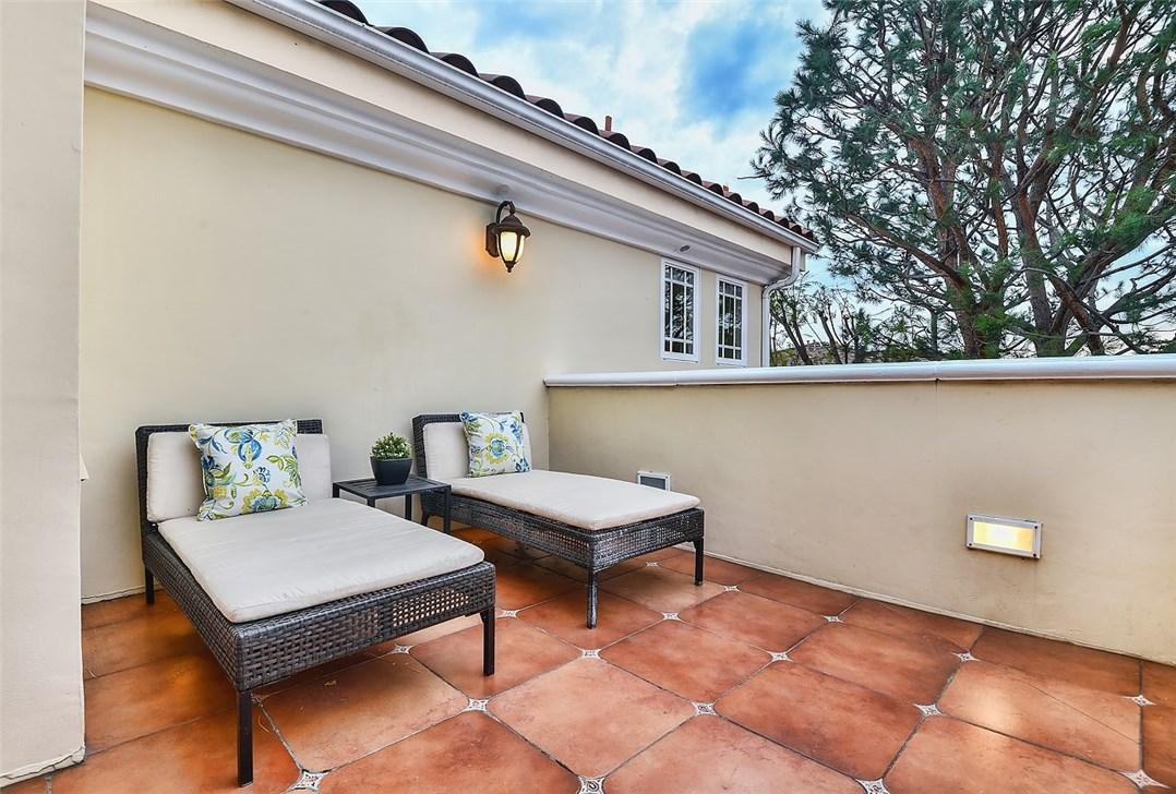Additional photo for property listing at 1075 E Tujunga Avenue 1075 E Tujunga Avenue Burbank, California 91501 United States