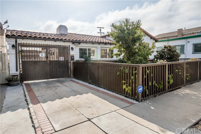 7806 Crenshaw Boulevard, Los Angeles CA: http://media.crmls.org/medias/959d3178-140a-4f90-9e01-9ddd3245cf47.jpg
