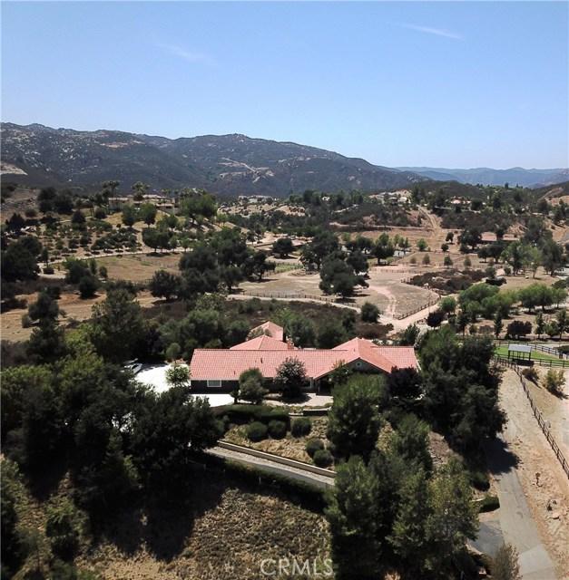 39655 AVENIDA LA CRESTA, Murrieta CA: http://media.crmls.org/medias/95c0ce35-8c67-454f-897b-46a96bdcc1f3.jpg