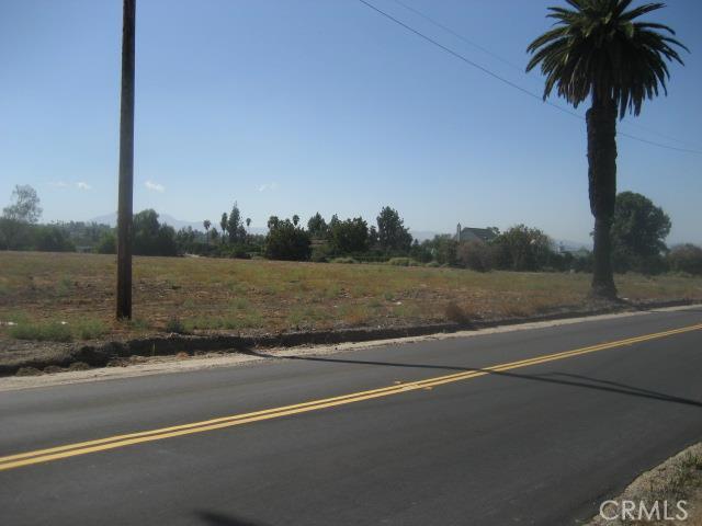 1814 Bradley Street, Riverside CA: http://media.crmls.org/medias/95f8b7f8-f5ec-46d7-a669-e427470d6dc2.jpg