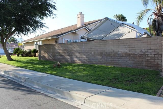 3669 N Live Oak Avenue, Rialto CA: http://media.crmls.org/medias/9623406d-3808-4cb4-822d-3ae1ab81e355.jpg