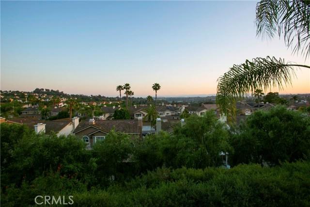 27140 S Ridge Drive, Mission Viejo CA: http://media.crmls.org/medias/96712744-57d3-4563-9aa0-744c8b6000ea.jpg