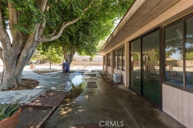 5535 N Riverside Avenue, Rialto CA: http://media.crmls.org/medias/9697e05f-85fc-4c2d-a734-ab73783798f2.jpg