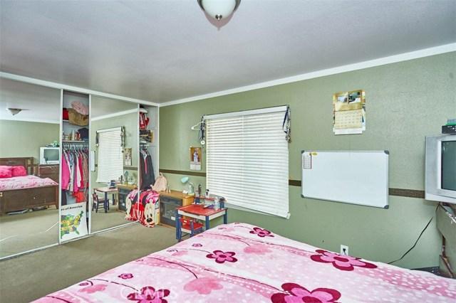 9947 3rd Avenue, Hesperia CA: http://media.crmls.org/medias/969b69d5-786b-49e3-865d-9f35c0415205.jpg