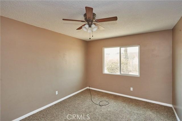27758 Cochise Avenue, Barstow CA: http://media.crmls.org/medias/96b7d2fd-3040-4fa5-8ed4-cf83c89f49af.jpg