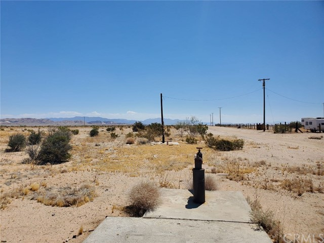 1 Indian Trail, 29 Palms CA: http://media.crmls.org/medias/96f56a3d-c86d-4a4a-aaa3-887fc78205e0.jpg