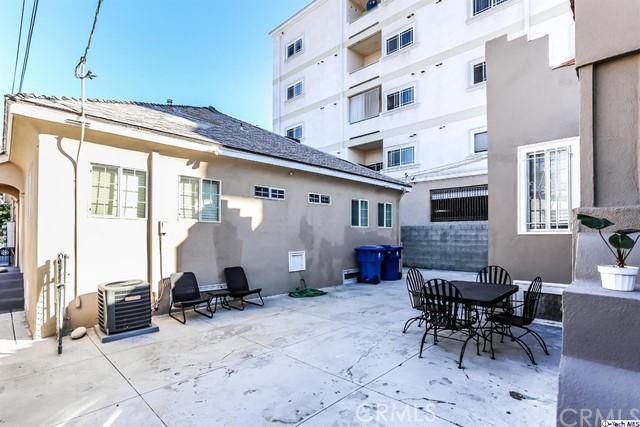 1037 1039 S Kenmore Avenue, Los Angeles CA: http://media.crmls.org/medias/97006ff9-bb6b-4bc6-b624-6495f728b5c5.jpg