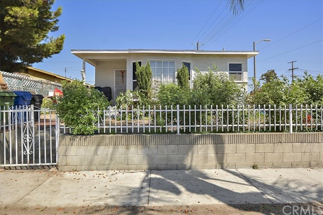 817 W 90th St, Los Angeles CA: http://media.crmls.org/medias/974a75d9-e59f-45fc-b546-da5d7674b222.jpg
