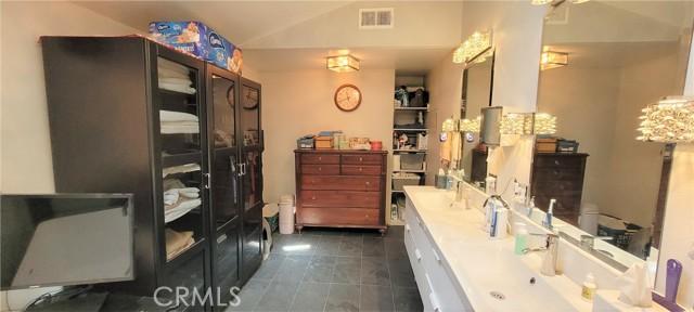 354 Crosby Street, Altadena CA: http://media.crmls.org/medias/9759f461-1b32-402b-add1-f1a2204e1134.jpg