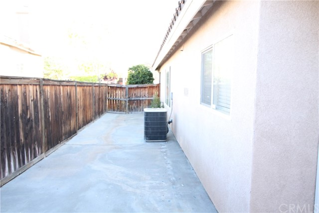 5633 E Avenue R11, Palmdale CA: http://media.crmls.org/medias/9763a43d-e7b0-4b4d-a51b-8f398d92091a.jpg