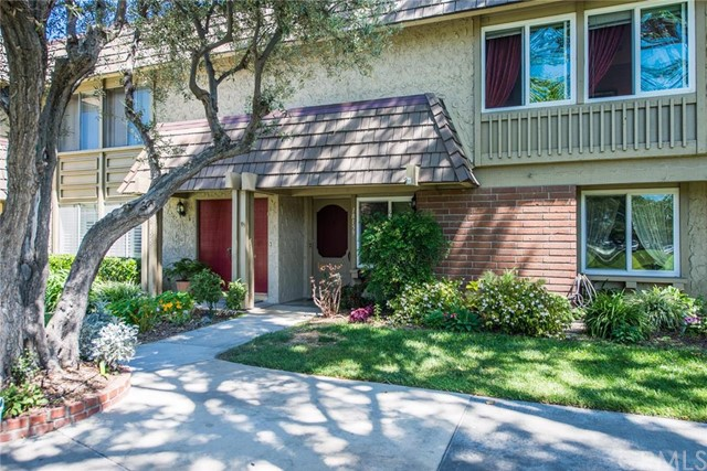 Townhouse for Sale at 18159 Yellowstone St Fountain Valley, California 92708 United States