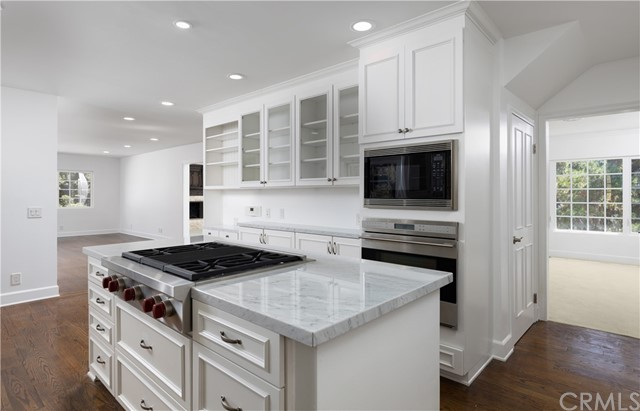 Detail Gallery Image 1 of 35 For 9473 Rembert Ln, Beverly Hills,  CA 90210 - 4 Beds | 4 Baths