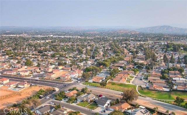 10078 Julian Drive, Riverside CA: http://media.crmls.org/medias/9786b1c0-b3fe-404f-ad0e-5ee9a5060932.jpg