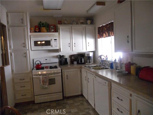 26057 Queen Palm Drive, Homeland CA: http://media.crmls.org/medias/978ba8bd-1996-42e3-b8c0-05912edef842.jpg