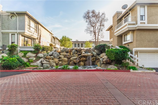 288 S Seneca Cr, Anaheim, CA 92805 Photo 2