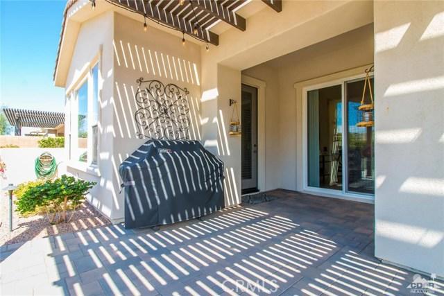 61445 Living Stone Drive, La Quinta CA: http://media.crmls.org/medias/97c0e599-e2f1-4c77-bd94-ec543ee17bf0.jpg