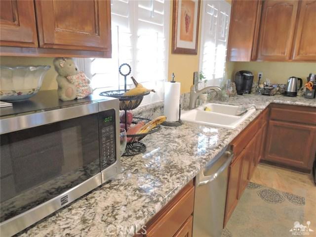 57130 Selecta Avenue, Yucca Valley CA: http://media.crmls.org/medias/97cfaf66-e7c7-44d0-860a-b0b423f7555f.jpg