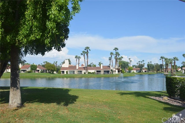369 Wimbledon Drive, Rancho Mirage CA: http://media.crmls.org/medias/97dd24b7-e719-4d38-8bff-952996dde11a.jpg