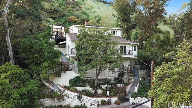 9807 Portola Drive, Beverly Hills CA: http://media.crmls.org/medias/97fa8f69-284d-4bc9-a404-94b25aa0daa8.jpg