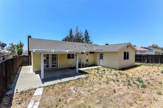 1040 Northpark Boulevard, San Bernardino CA: http://media.crmls.org/medias/980f36c7-58c5-4522-9b25-1b69eb729481.jpg