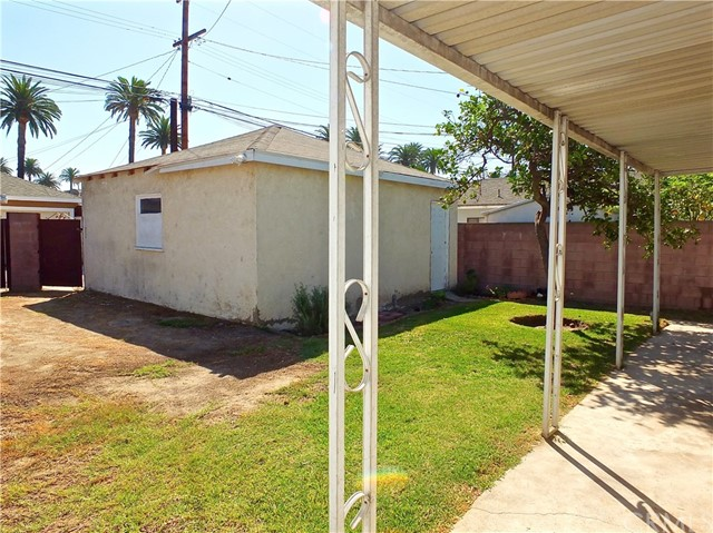 2774 Delta Avenue, Long Beach CA: http://media.crmls.org/medias/980fd319-c1c5-4749-a3db-f9593d48151a.jpg
