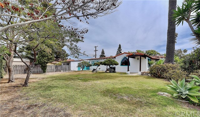 222 W Mariposa, San Clemente CA: http://media.crmls.org/medias/981b5a5b-5d8c-4fd9-8377-96f6bcb468a3.jpg