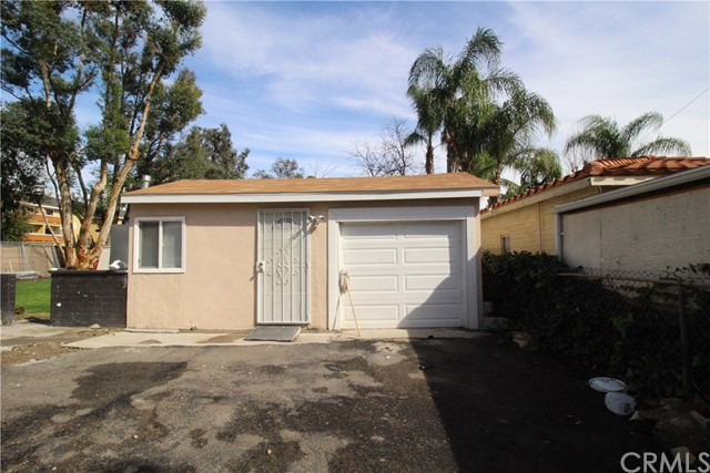 8205 Palmetto Avenue Fontana, CA 92335 - MLS #: CV18118018