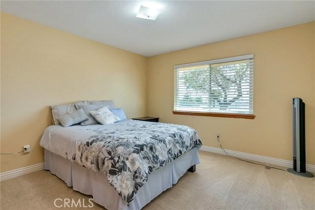 10832 Anaconda Avenue, Oak Hills CA: http://media.crmls.org/medias/985aaf04-6c41-41de-8a11-5c1e7547b4e4.jpg