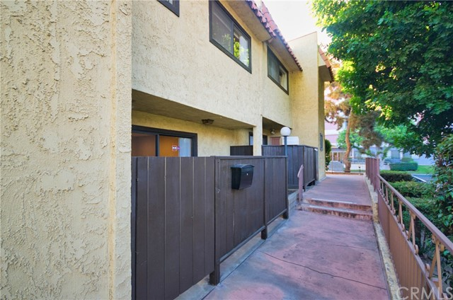 地址: 110 Chapel Avenue, Alhambra, CA 91801