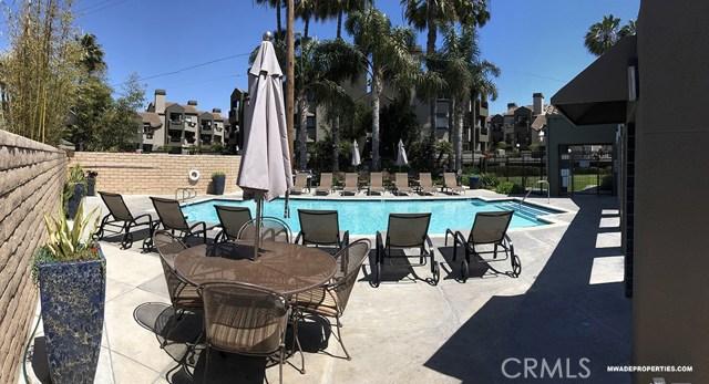 420 Lake Street, Huntington Beach CA: http://media.crmls.org/medias/98846ab3-ec65-4a2f-8a5e-36ddd69ab0c4.jpg