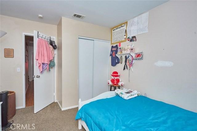 11911 Spring Hill Court, Adelanto CA: http://media.crmls.org/medias/98946450-3d3a-4239-9021-6bb6b27a47ad.jpg