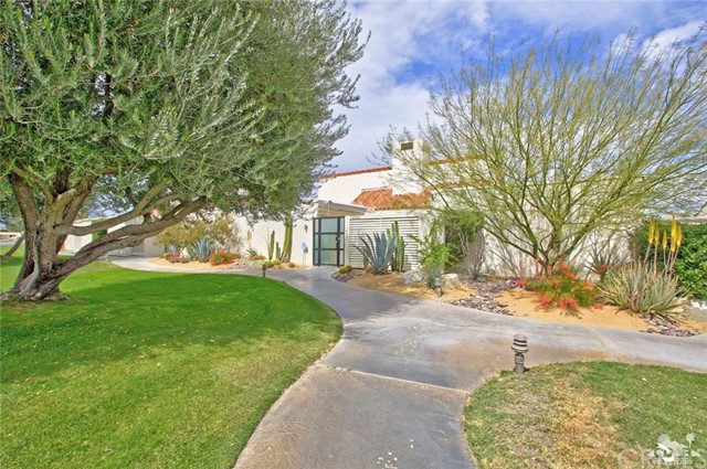34868 Mission Hills Drive, Rancho Mirage CA: http://media.crmls.org/medias/989b7aa7-2cbf-484e-89ea-6b18b1a31715.jpg