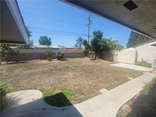 1510 E Phillips Street, Long Beach CA: http://media.crmls.org/medias/989bc2c1-a2a9-47bd-adaf-c033f7cbeb71.jpg