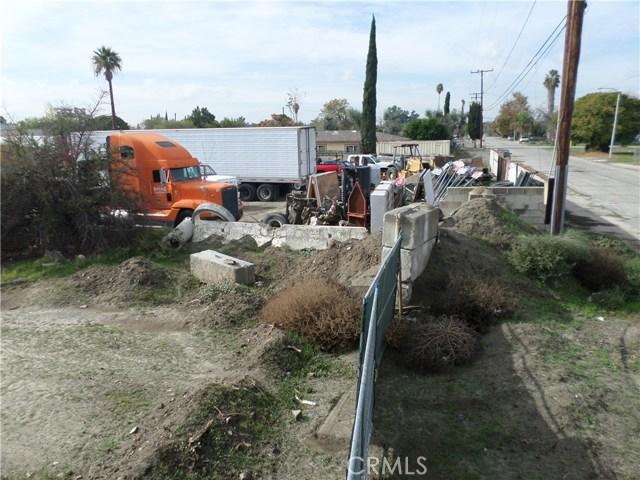 781 E Santa Fe Street, San Bernardino CA: http://media.crmls.org/medias/98bb5356-535d-4ea9-9e12-b7d77ec7e1fc.jpg
