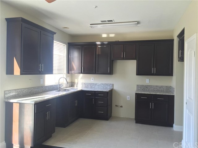 11628 Blue Jay Lane,Fontana,CA 92337, USA