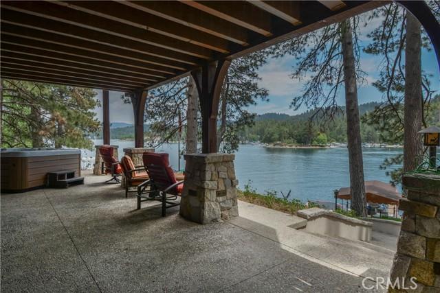 27433 N Bay Road, Lake Arrowhead CA: http://media.crmls.org/medias/9908428e-8014-4e9e-a72c-63a657151dd3.jpg