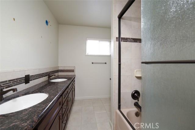 6324 N Bond Street, Fresno CA: http://media.crmls.org/medias/991a3cf5-37cd-4ef2-9ba2-c47b1b00bef6.jpg