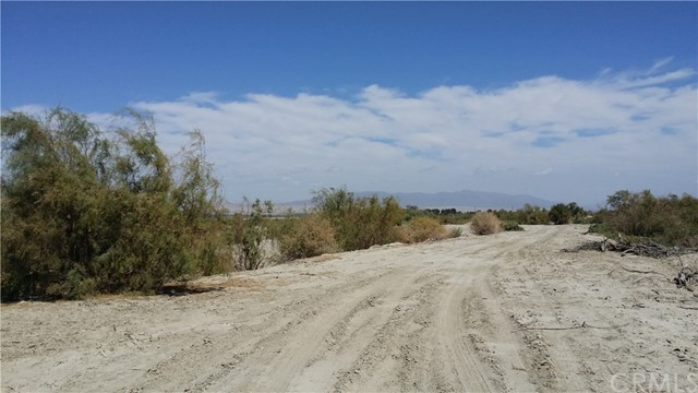 Additional photo for property listing at 71888 Pierce Street Thermal, California United States