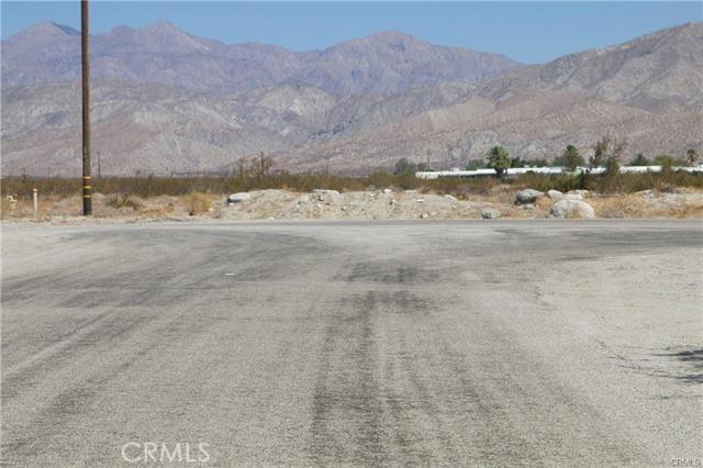 5 Kay Road, Desert Hot Springs CA: http://media.crmls.org/medias/99227e2a-066a-4cb7-bf4d-77db8ad8a0be.jpg