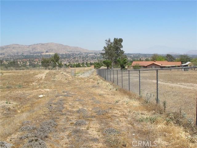 11275 Eagle Rock Road, Moreno Valley CA: http://media.crmls.org/medias/992bdea7-4be9-415d-a8f8-15a206c4d16f.jpg