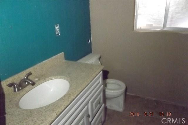 72256 Sunnyvale Drive, 29 Palms CA: http://media.crmls.org/medias/994b4255-7766-4c72-86b7-7aea5756a326.jpg