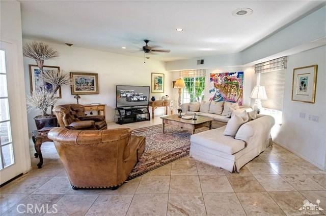 48870 View Drive, Palm Desert CA: http://media.crmls.org/medias/9974c39c-b30b-47e0-a3af-85074752c413.jpg