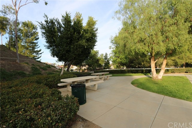 17950 Spring View Court, Riverside CA: http://media.crmls.org/medias/99abbfe7-e6fc-403d-8089-d565b0d3f71d.jpg