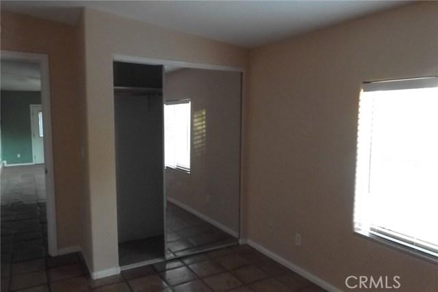 10766 San Jacinto Street, Morongo Valley CA: http://media.crmls.org/medias/99abd3c3-f75b-43a7-9558-7721e61674c7.jpg