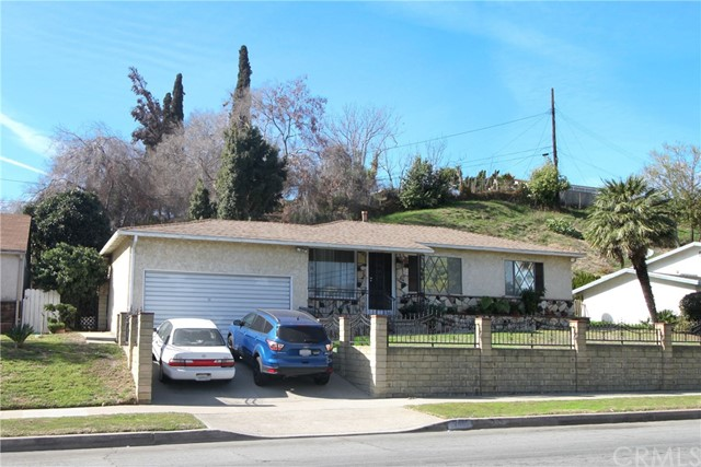 Welcome to this charming 3 bedroom, 2 bathroom home, occupied by the original-owner and ready for a new family. Located in the City of Monterey Park, which was voted the #3 Best Place to live in America (by Money Magazine). This home features laminate wood flooring, a good size living room, as well as a master bedroom with a walk-in closet. The property is conveniently located near the 60 freeway, only 7 miles from DTLA, and within walking distance to the local high school and middle school.