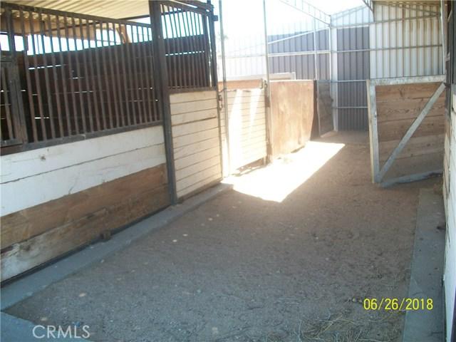 12215 Wolf Drive, Phelan CA: http://media.crmls.org/medias/99cbe1d2-ac39-4189-9163-89d53d1f97fa.jpg