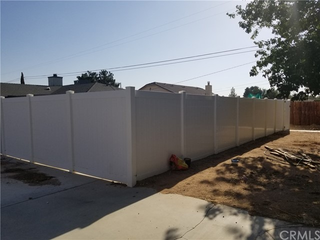 21236 Minnetonka Road, Apple Valley CA: http://media.crmls.org/medias/99e675e7-f118-4ee6-82f1-af015997ae13.jpg