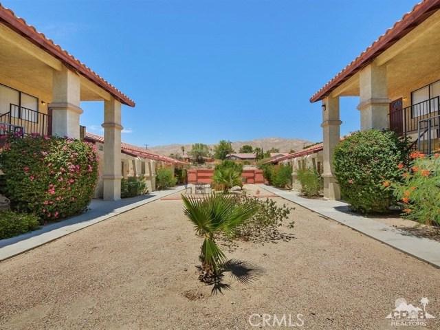 68075 Calle Bolso, Desert Hot Springs CA: http://media.crmls.org/medias/9a1d7024-1d33-4c97-8f01-88bc76405d7c.jpg